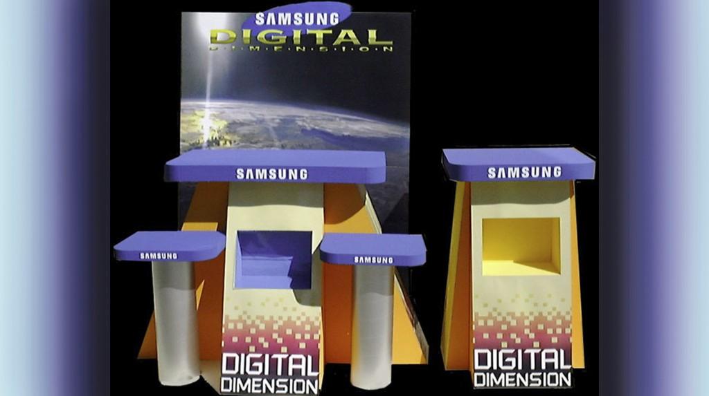 """Espositori e Materiali P.O.P. - Espositore da vetrina """"Samsung"""" in polistirolo espanso verniciato, fondo cartotecnica."""
