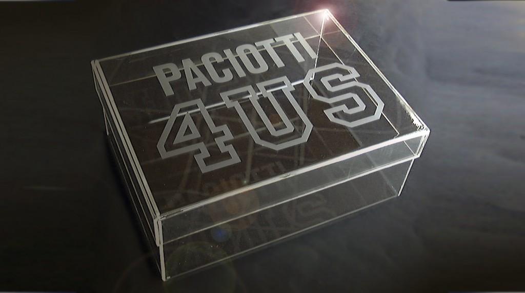 """Espositori e Materiali P.O.P. - Espositore da vetrina """"Paciotti"""" in plexiglas trasparente grafica serigrafia sabbiata."""