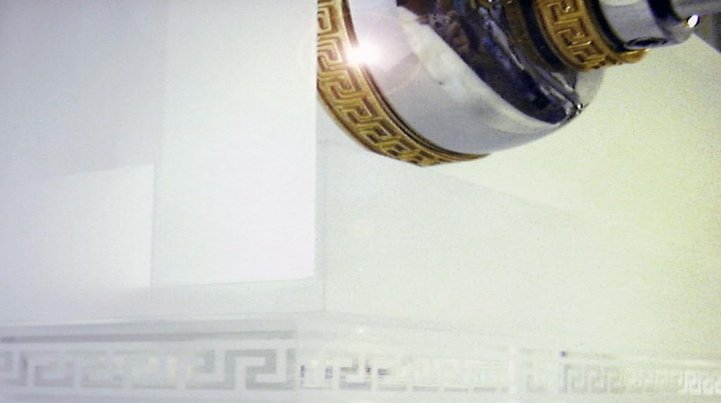 """Espositori e Materiali P.O.P. - Particolare espositore da banco """"Versace"""" rubinetti, realizzato in plexiglas massello sabbiato."""