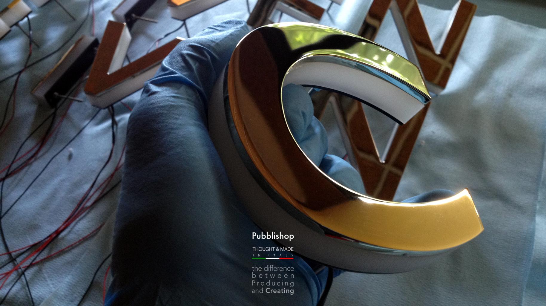 Lettere luminose in plexiglass e ottone massello bagno oro